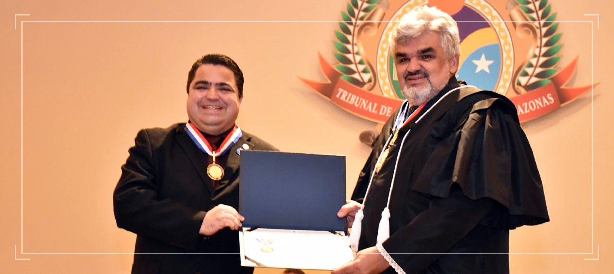 Ufam recebe Medalha Mérito de Contas na comemoração dos 69 anos do TCE-AM